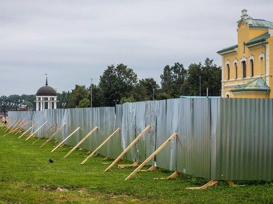 Сколько простоит новый забор вокруг Карельской Епархии, и зачем его поставили