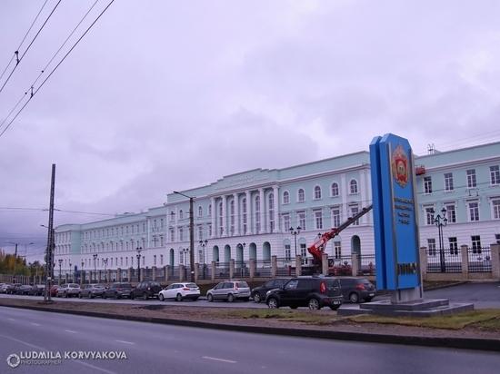 Возле Президентского училища Петрозаводска нет парковки: у местных жителей возникли проблемы