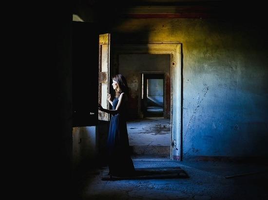 Должницу в Приладожье нашли за потайной дверью в секретной комнате